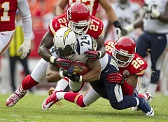 SD-Running Back Tackled by 2 KC Chiefs Defender