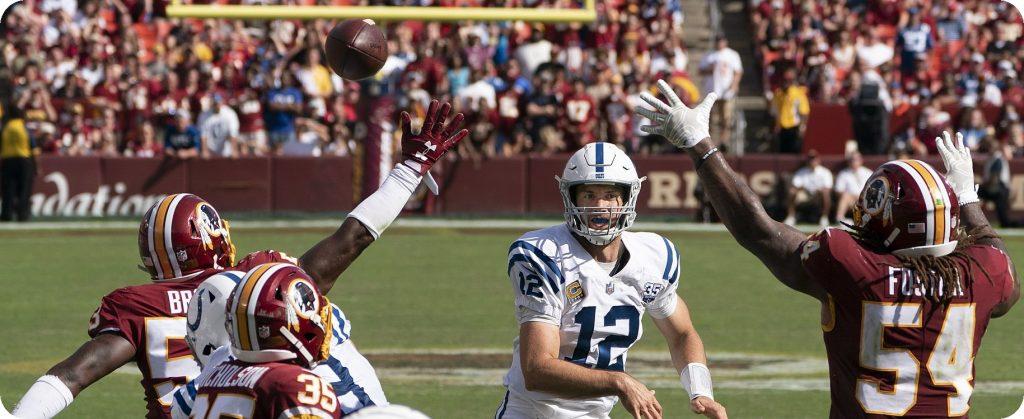 Quarterback Andrew Luck von den Indianapolis Colts beim Spiel gegen die Washington Redskins