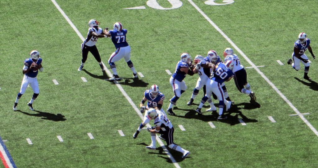 Die Patriots machen Druck auf den QB der Bills. Um ein Top-Team zu bleiben wird der Pass-Rush in der NFL immer wichtiger.