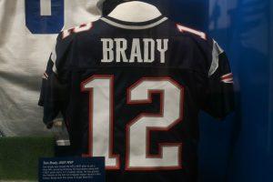 Bradys Trikot mit der Nummer 12 in der Hall of Fame. Brady brennt immer noch für Football, auch in seiner 20. Saison.